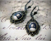 Mystérieuse - Unique retro earrings with vintage photography
