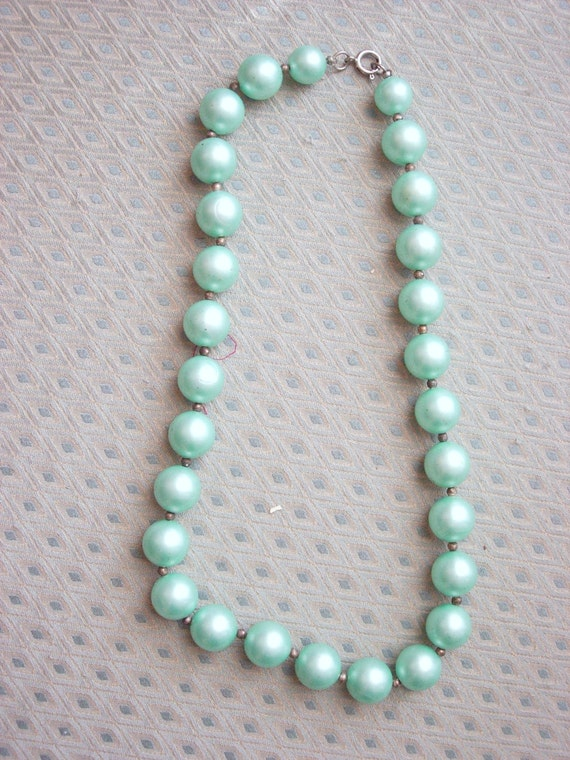 Beautiful seafoam green vintage beaded necklace
