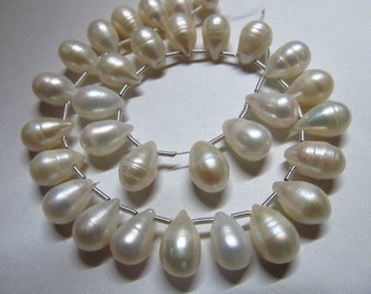 31 pcs - so gorgeous - white - pearl - tear drops beiolett - size -6x10 - 7x11 mm approx