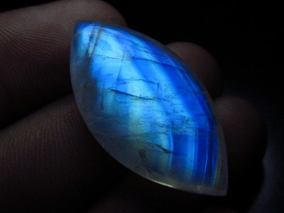 AAAA - so gorgeous - high quality - huge size 16x31 mm weight 27.10 cts - smooth marquise  - briolett - rainbow moonstone - amazing flashy