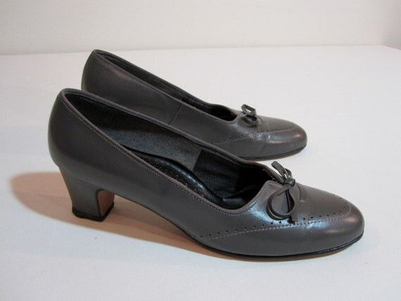 SUPER SALE Gray Leather Pumps with Bows and Wingtip Detail.  Size 7.5 Embossed Heels