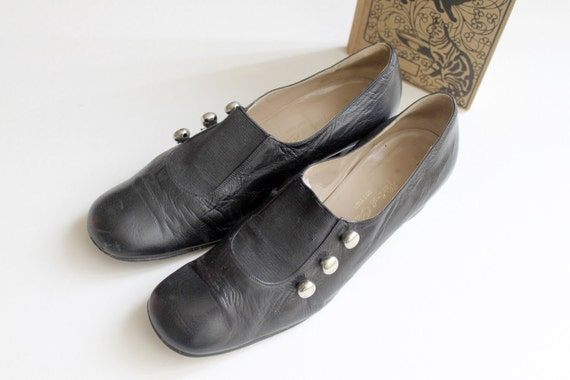 60s Black Leather Pumps in Librarian Style - size 9
