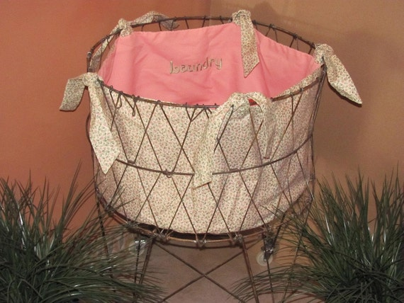 Peachy pink and green liner for vintage folding laundry basket by Sweet Sewing Jeans