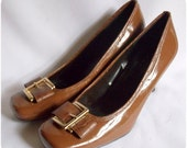 Vintage Carmel Brown Patent Leather High Heels / Pilgrim Big Gold Buckles / Worthington / Size 7.5