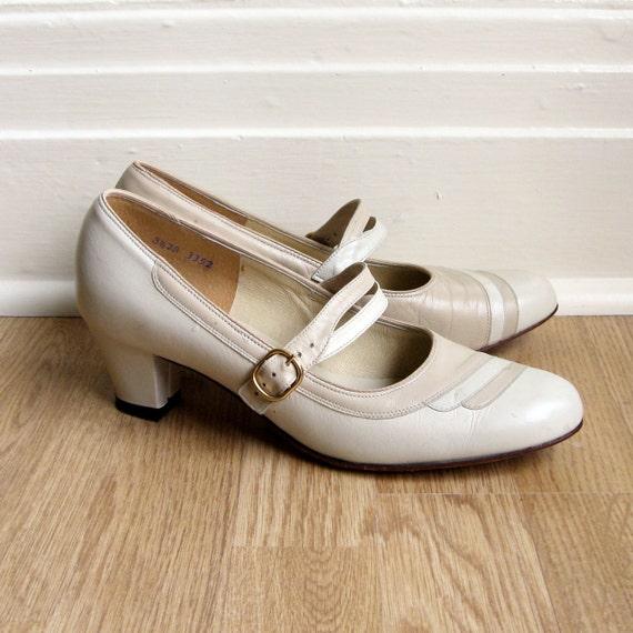 Vintage 1960s MOCHA CREAM Leather Mary Jane Heels 8 1/2