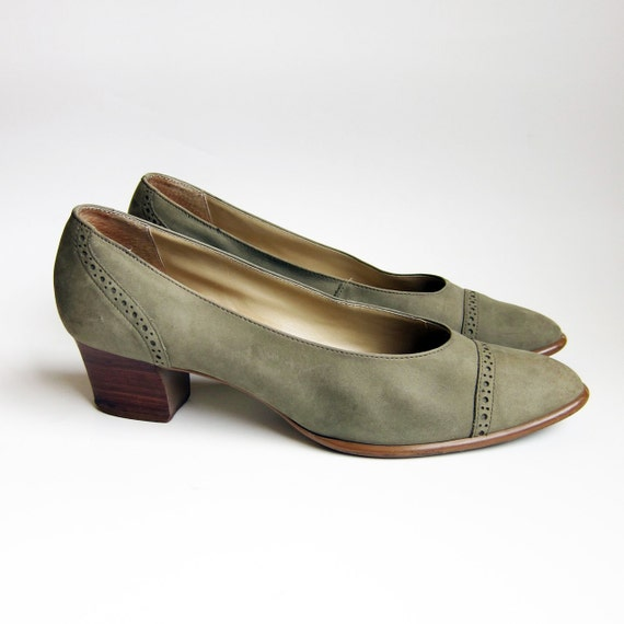 Vintage 1990s Shoes / BANDOLINO Pale Olive Green Nubuck Leather Oxford Heels / Size 10 M