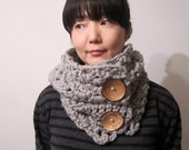 Chunky Scarf in Medium Gray with Coconuts Buttons - Vegan Friendly