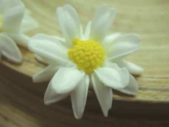 4 pcs White Sunflower Cabochons