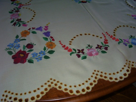Vintage Tablecloth Embroidered Beauty