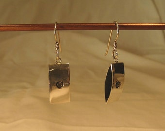 Contemporary Sterling Silver Earrings With Gray Shell