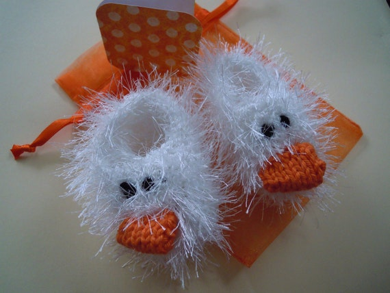 Baby gift set - fluffy hand knit quirky white duck booties, matching gift bag and polka dot gift card