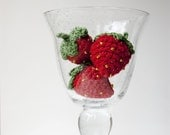 Strawberries. Playfood or decoration - crocheted. helloteam tmt.