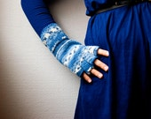 Hand knit fingerless gloves - stripes in white and blue