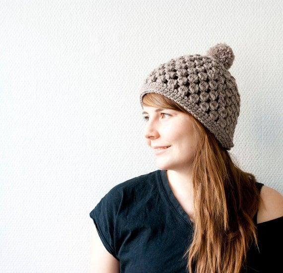 The pom pom hat - chunky hat with a pom pom - in gray