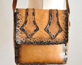 New Year's 12 Dollar Sale  Vtg 70's Tan Tooled Leather Shoulderbag / Medium Size