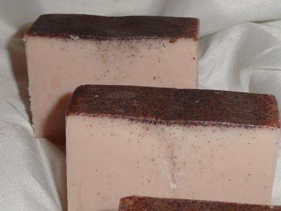 4.5 oz  Creamy Scrub Bar in  Grapefruit & Blackberry