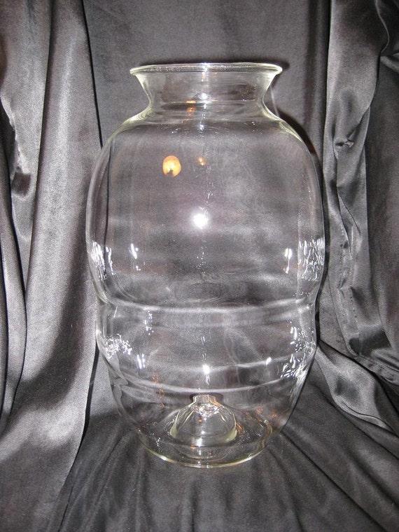 hand blown large clear glass vase. Black Bedroom Furniture Sets. Home Design Ideas