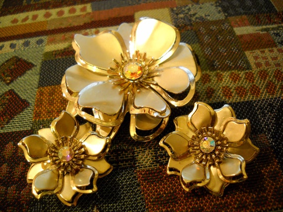 1960s Floral Pin & Clip Earrings Set Gold Flower Demi Parure Rhinestones FREE SHIPPING