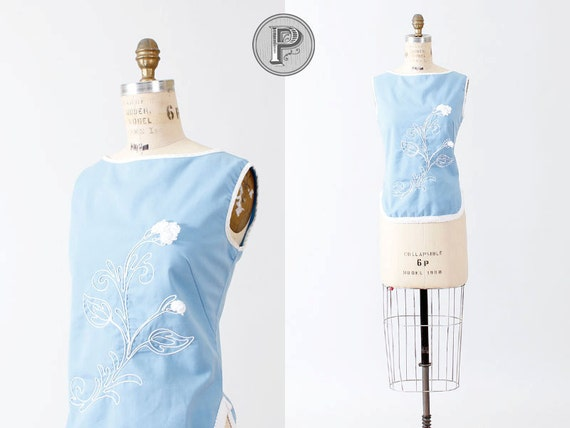 BLOWOUT SALE // 60s top medium / 1960s smock baby blue floral : Missy