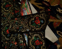 2 yards of Bohemian antique peasant floral/scroll trim, more avail.