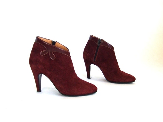 MOVING SALE////Vintage 1970s burgandy suede ankle boots, sz. 6