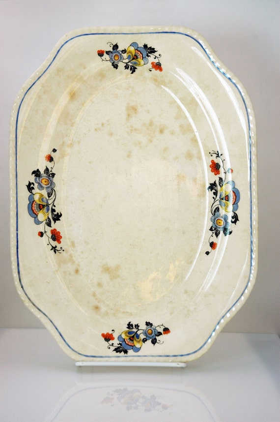 Platter with flowers and blue trim