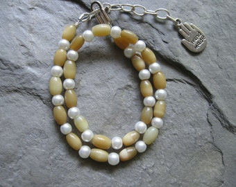khaki and pearls beaded anklet