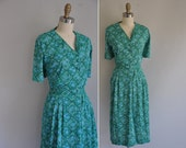 1960s vintage dress / 1960s 60s plus size nylon jersery floral print dress / When Its Green Out