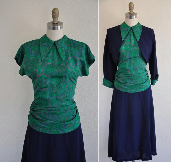 ON SALE..//..vintage 1940s 2pc dress/ 40s 2pc silk rayon noevtly print dress/  For the Love Of Peacock
