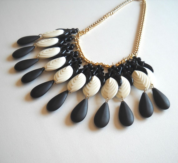Vintage style Necklace Black and White Chandelier Teardrops necklace