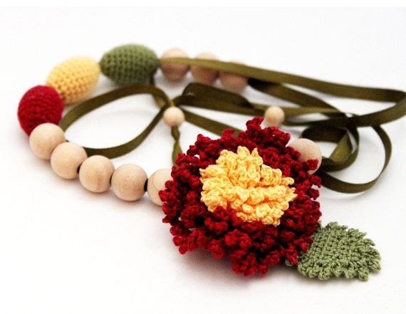 Dahlia Flower Nursing necklace / Teething necklace with flower