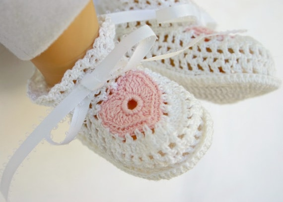 Baby Booties White and Pink Heart crochet newborn infant lacy footwear Valentine's Day shoes cotton crochet thread washable 0-3 month