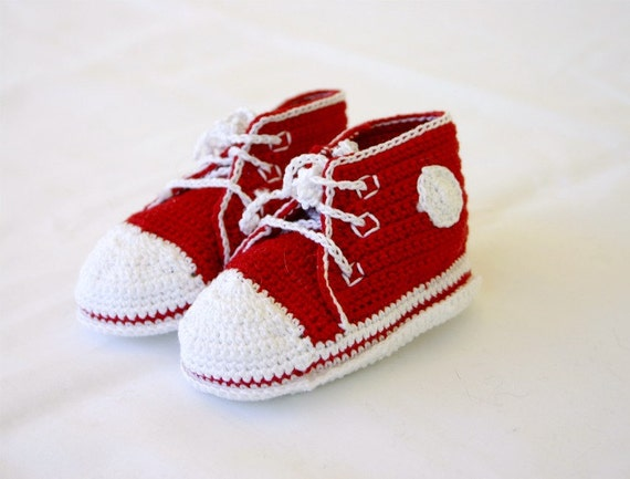 Newborn baby sneakers red white crocheted infant shower gift 0-3 month