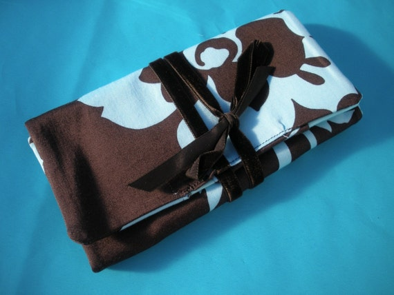 LAST ONE AVAILABLE Hawaiian Hibiscus Jewelry Roll