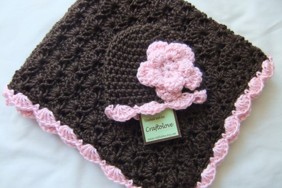 Baby Girl Shower Gift Set - Baby Girl Blanket - Crochet baby blanket Brown/Pink Shell and flower Hat - Photography props