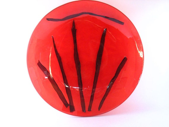 Resin serving plate , hostess gift , deep tomato red round decorative shiny resin large serving tray with black grass design scarlet blood