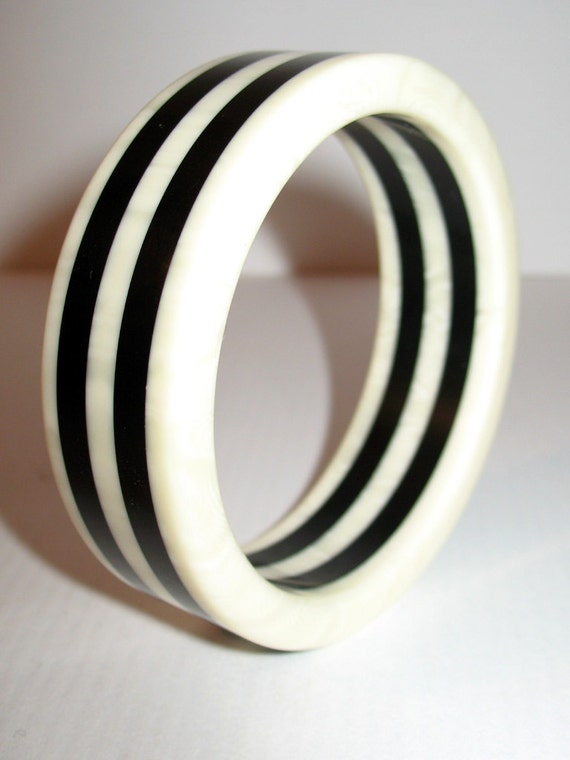 TREASURY FEATURED Vintage Black and White Striped Bangle Bracelet