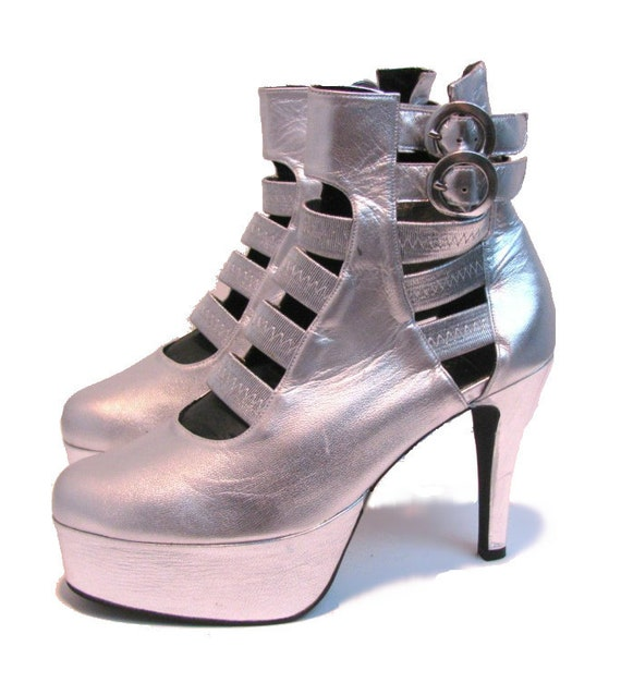 Vintage 1980's Matte Silver Leather Luichiny Ultra Glam  Platform Boots sz 8