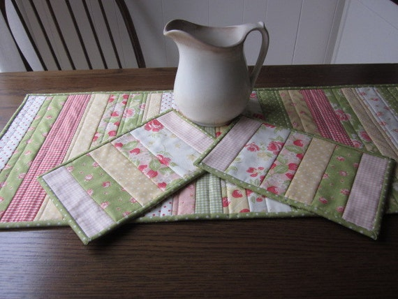 Strawberries And Roses Quilted Tablerunner And Matching Mug Rugs