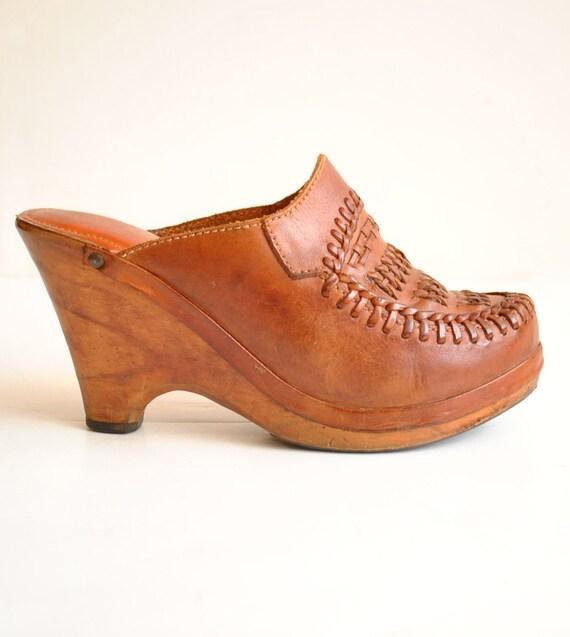 Vtg 70s COGNAC Leather and WOOD Clogs Sz 6.5