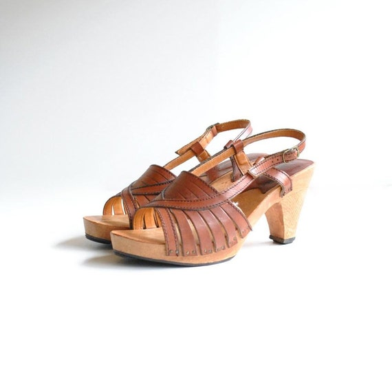 70s Peep Toe Sandals Size 8  //  Leather Wood Sandals  //  WOODSTOCK BOUND