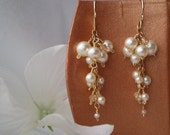Dewdrops - earrings with creamy white pearls and crystals in gold