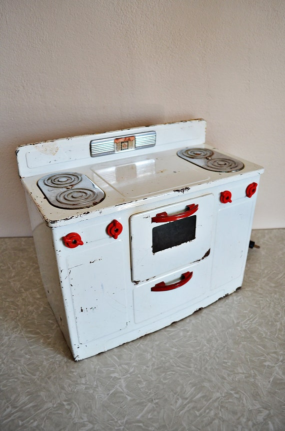 Vintage Little Lady Oven in Red and White