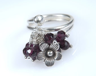 Garnet and Flower Kinetic Ring. Silver adjustable ring. Statement Silver Ring. Anniversary Gifts. Holiday Gift idea. Easter Gift Idea