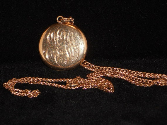 Vintage Golden Locket, Pendant, Necklace, Instant Relatives, Jewelry