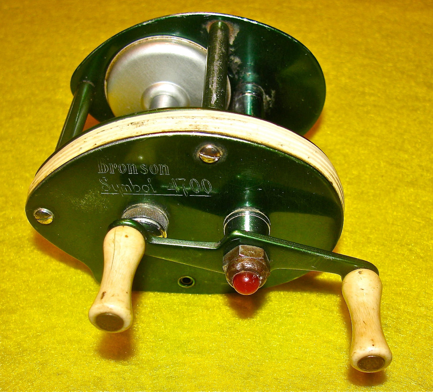 Vintage bronson symbol 4700 fishing reel for Vintage fishing reels for sale