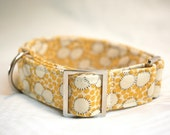 Medium adjustable dog collar in 'pollen yellow'