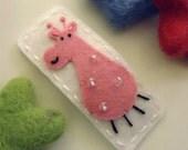 NO SLIP Wool felt hair clip -Pink giraffe -ecru