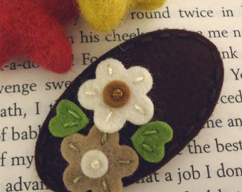 Felt hair clip -No slip -Wool felt -Double daisy -brown