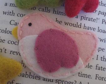 Felt hair clip -No slip -Wool felt -Pale pink bird -old pink wing